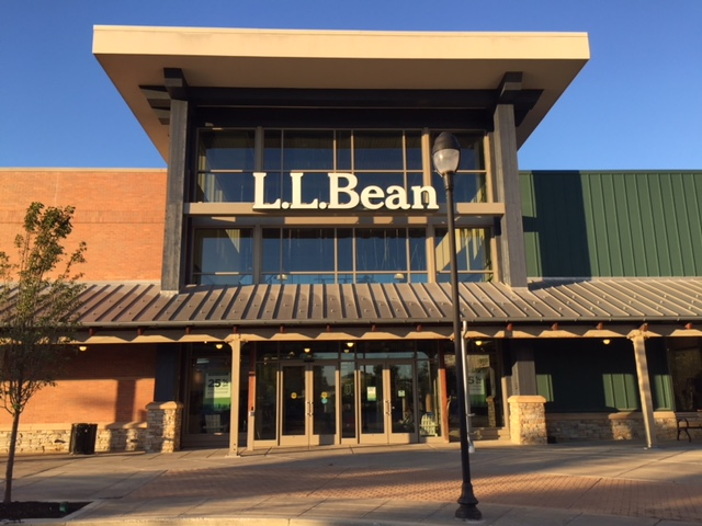 Exterior photo of L.L.Bean Store at The Promenade Shops at Evergreen Walk in South Windsor, CT